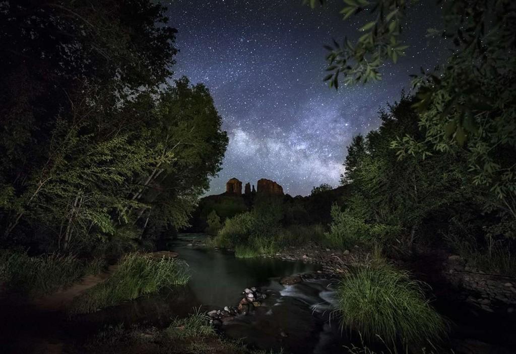 Milky Way and lightpainting above Sedona